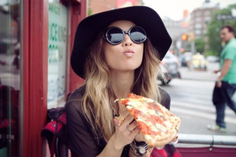 girl in city with pizza